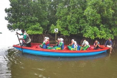 Siswa SD IT YABIS Rekreasi Ke Sungai Belanda